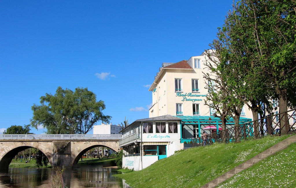 Hotel Restaurant L'Esturgeon, Yvelines