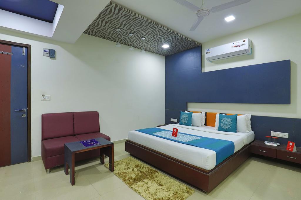 OYO 9238 Hotel Meet Palace, Ahmadabad
