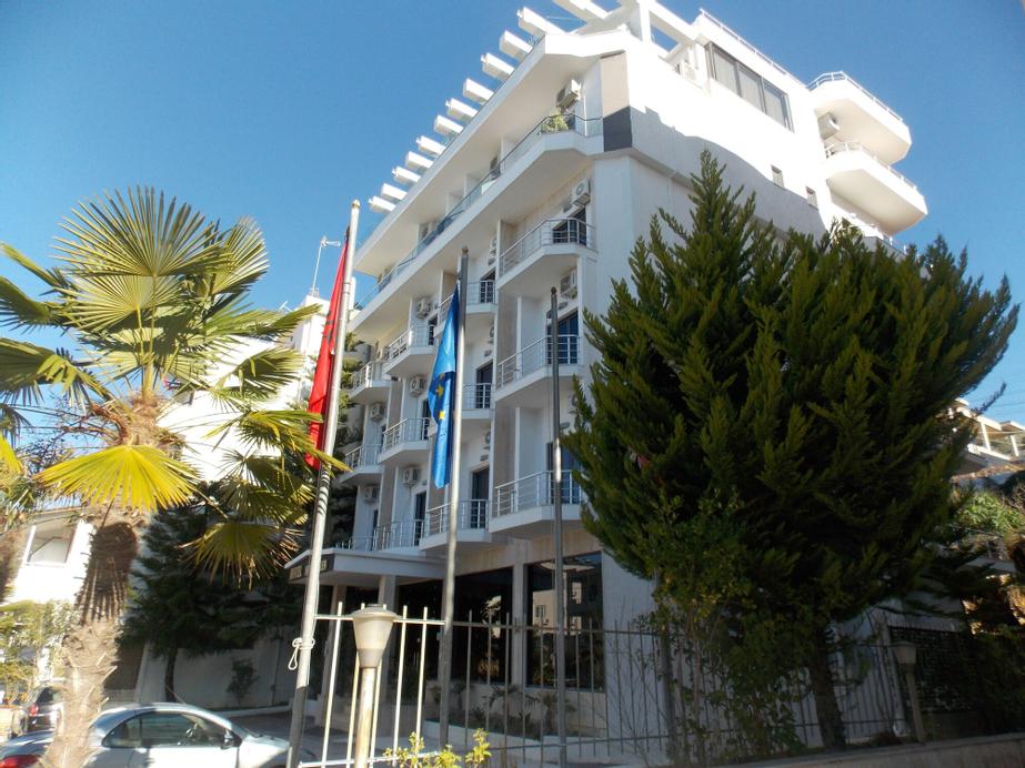 Hotel New Heaven, Sarandës