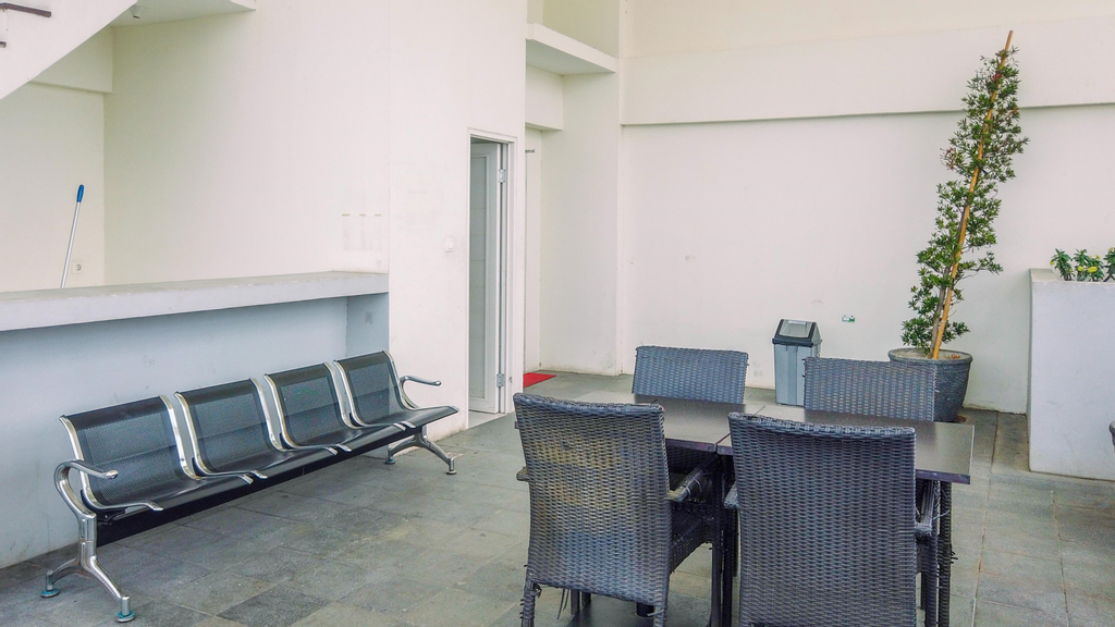 Minimalist Studio at Tamansari Mahogany Karawang Apartment By Travelio, Karawang