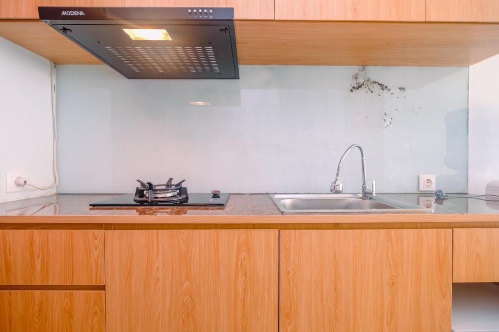 Modern Studio with City View at Tamansari Mahogany Apartment By Travelio, Karawang