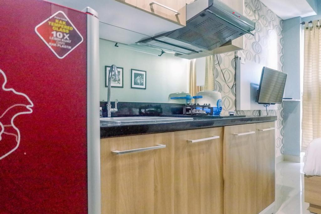 Cozy Living Studio Room Apartment at Tamansari Papilio By Travelio, Surabaya