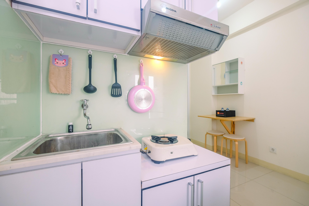 Cozy Studio with Direct Access to Mall at Green Pramuka Apartment By Travelio, Jakarta Pusat