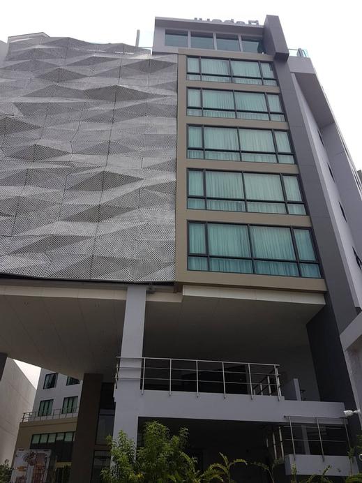 Bella B Hotel, Bang Kruai
