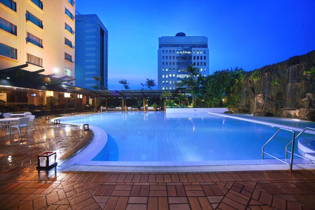 Menara Peninsula Hotel, Jakarta Barat