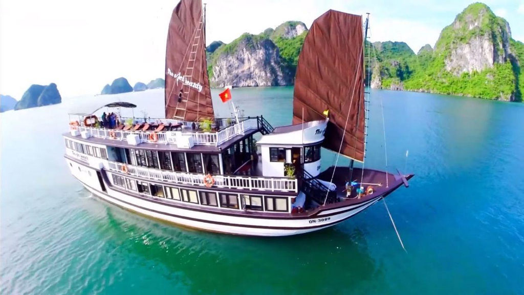 The Viet Beauty Cruise, Hạ Long