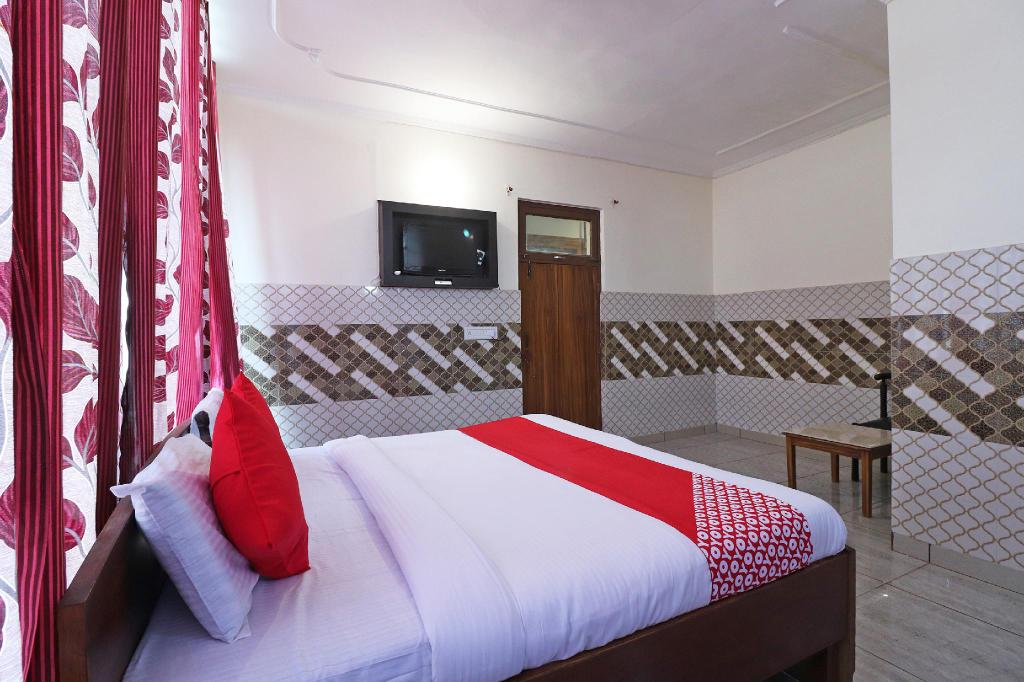 OYO 46825 Krishna Lodge, Bulandshahr