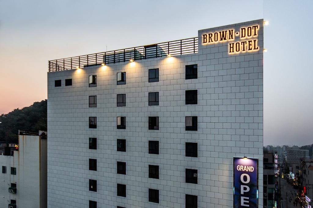 Browndot Hotel Hadan, Sasang