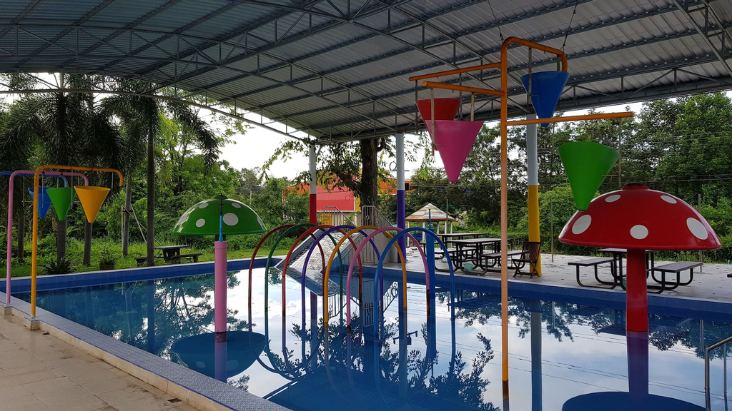 Rainbow Resort, Phen