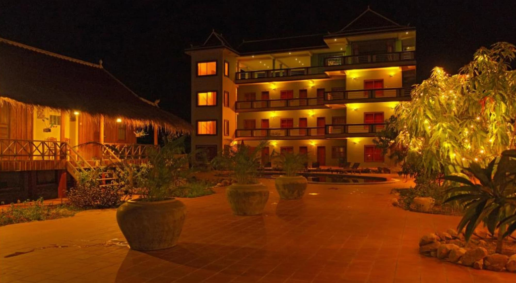 Two Moons Hotel - Hostel, Kampong Bay