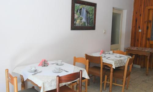 Hotel Haxhiu, Tiranës