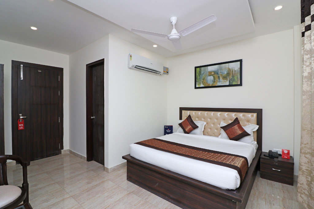 OYO 12764 Grand Inn, Gautam Buddha Nagar