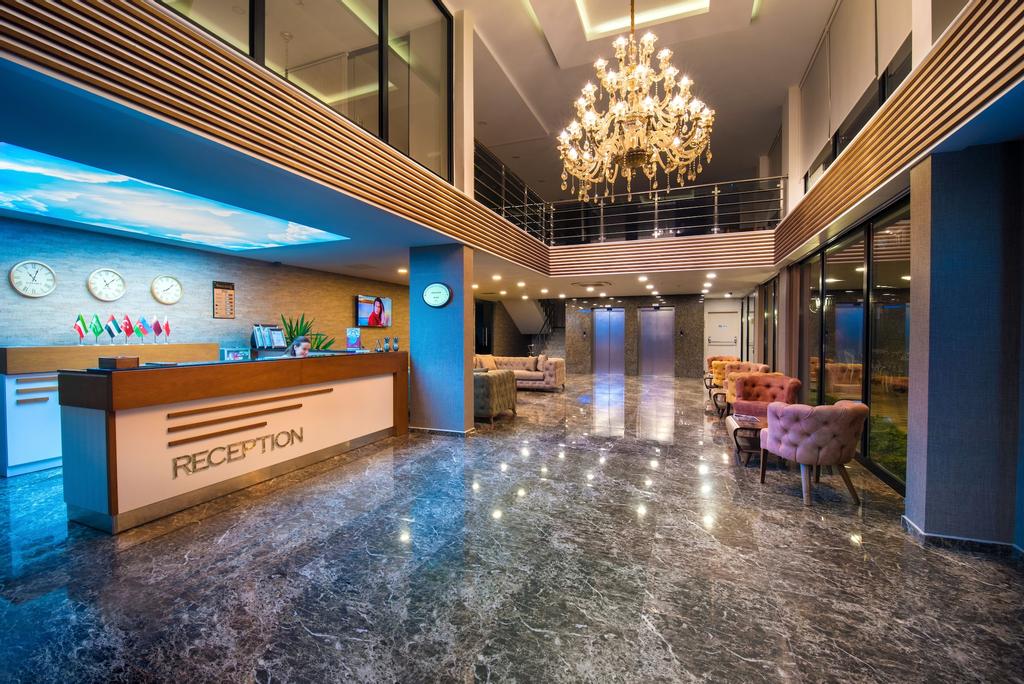 White House Hotel, Merkez