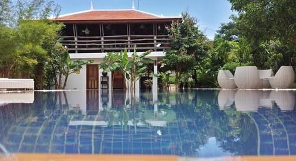 Tara Lodge, Kaeb