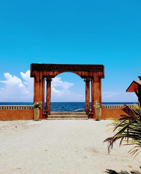 Orlando's Beach Resort, Lemery