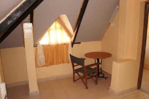Acacia Furnished Apartments, Kieni