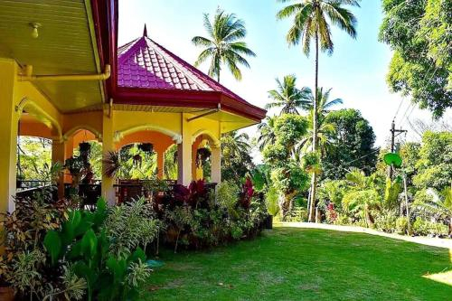 Hilltop Bed and Breakfast, Looc