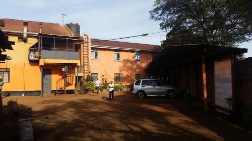 Nomads Trail Hotel, Saku