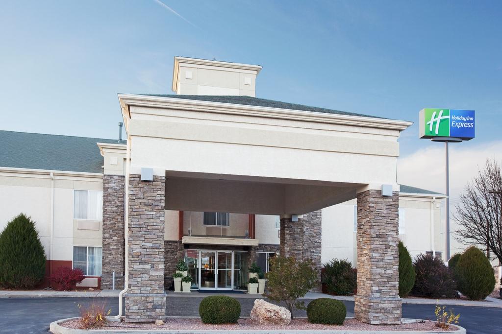 Holiday Inn Express, Otero