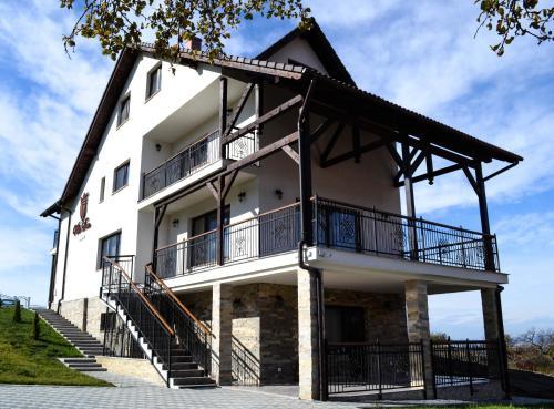 Villa DOM, Dumitra
