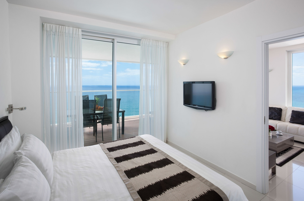 Island Luxurious Suites Hotel,