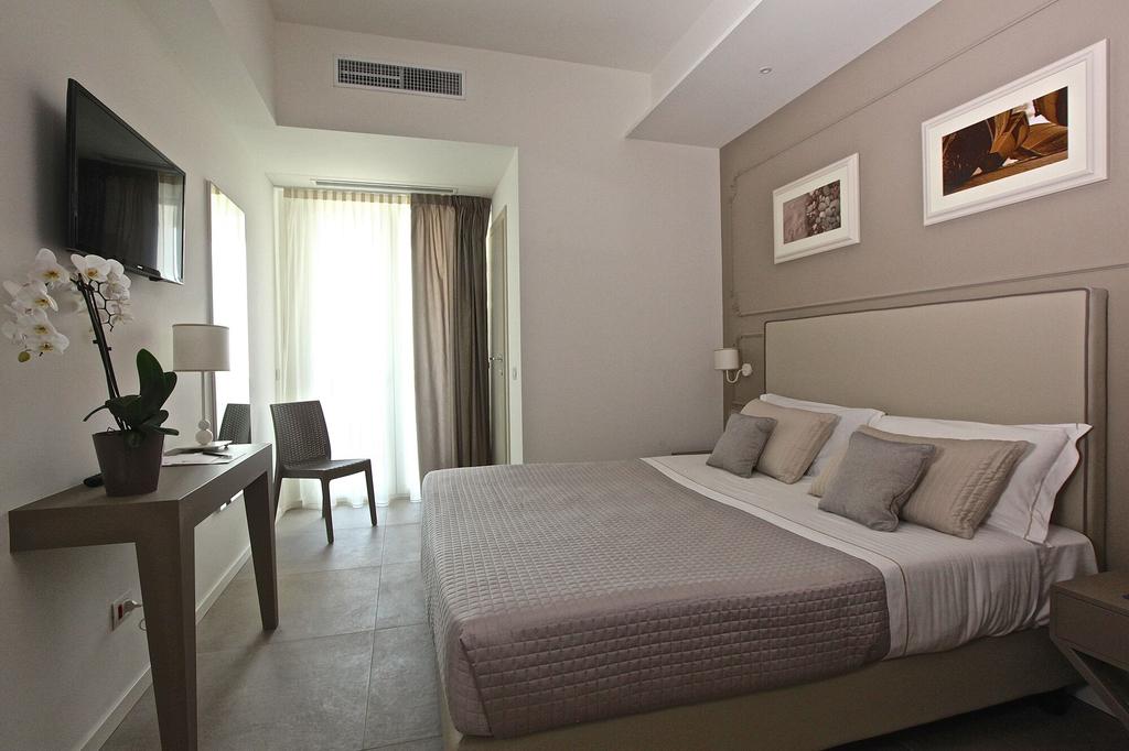 Hotel Ambassador, Pesaro E Urbino