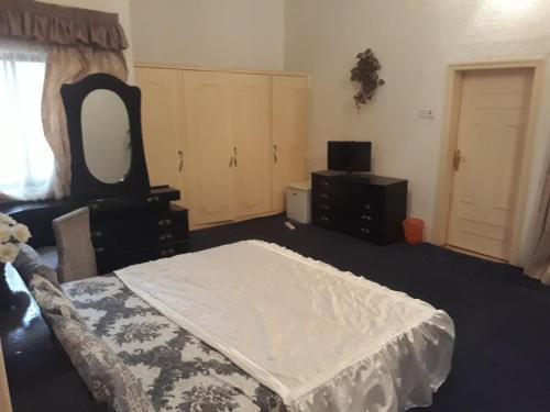 Hatfield hotel and suites, Jos North