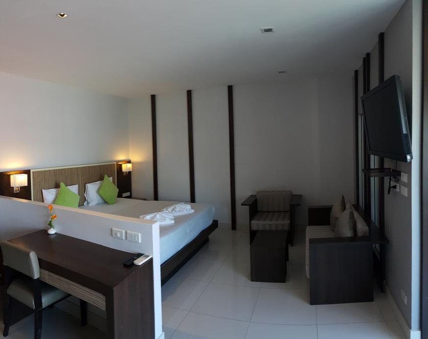 April Suites, Pattaya