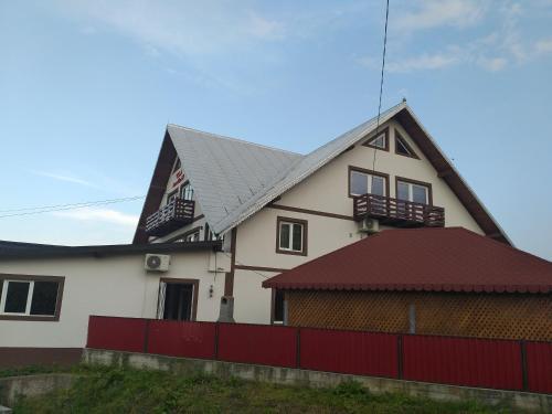 Vila AnneMaryy, Arbore