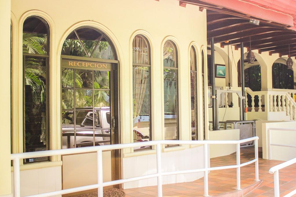 Hotel Villas Lirio, Aguirre