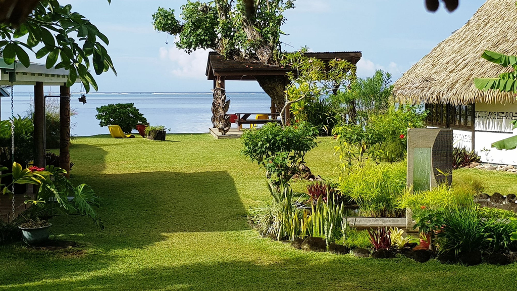 Linareva Moorea Beach Resort,