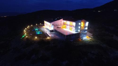 Kızıldag Mavi Sedir Hotel, Şarkikaraağaç