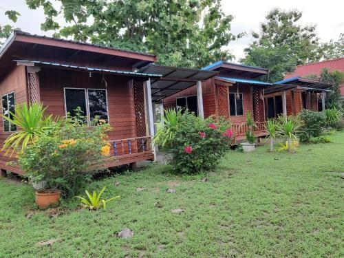 โรงแรม ไร่นา รีสอร์ท, Si Chomphu