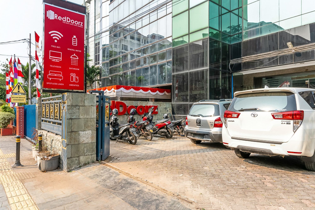 RedDoorz Plus near Taman Ismail Marzuki, Jakarta Pusat