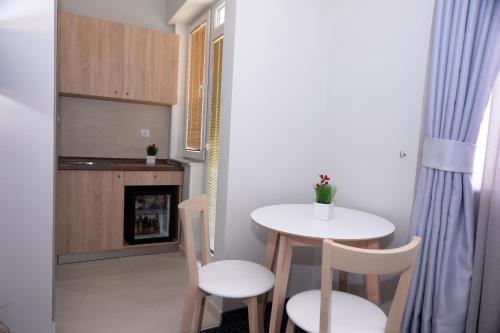 Alexandar Square Apartments,