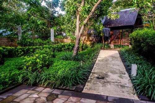 Best Spacious Hampton's Park Apartment, Jakarta Selatan