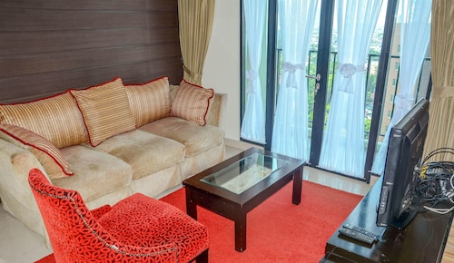Spacious Hampton's Park Apartment with Working Space, Jakarta Selatan