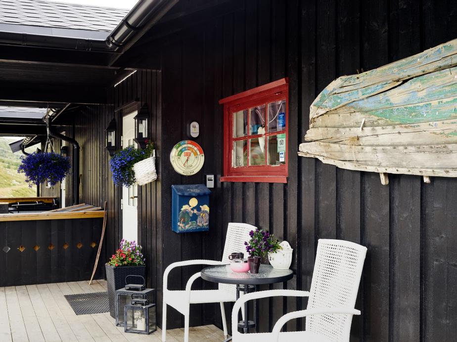 Storestølen Fjellstue, Hol
