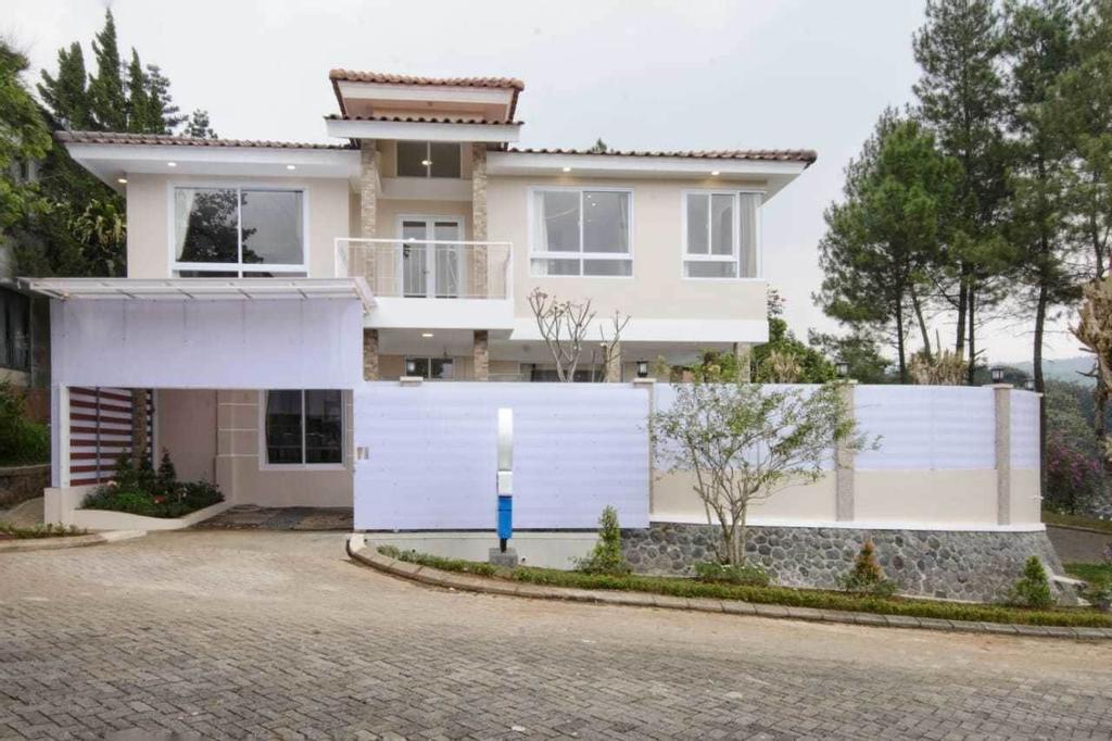 Villa Kota Bunga Puncak 4 Bedroom, Cianjur