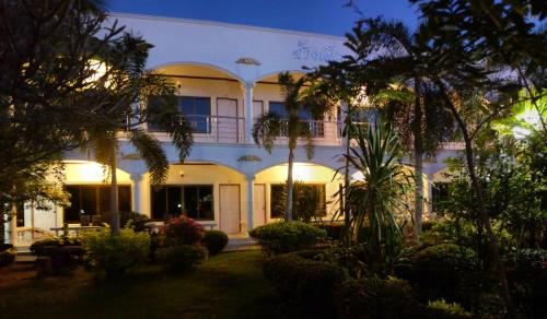 White Elephant Resort, Muang Surin