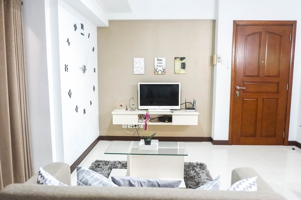 Convenient 3BR Apartment at Waterplace Residence Pakuwon Indah by Travelio, Surabaya