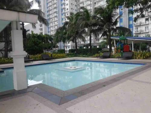 1 bedroom, 4 guests near SM North (West) GRASS condo near MRT station, Quezon City