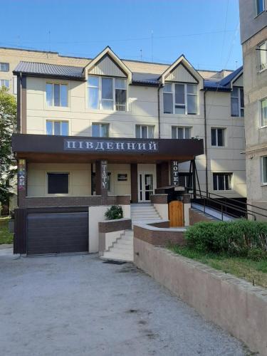 Hotel Pivdennyi, Oleksandriis'kyi