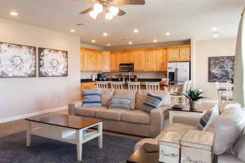 2103 No stairs, Large Patio, Large TV`s, King Size Beds, and PS4, Washington