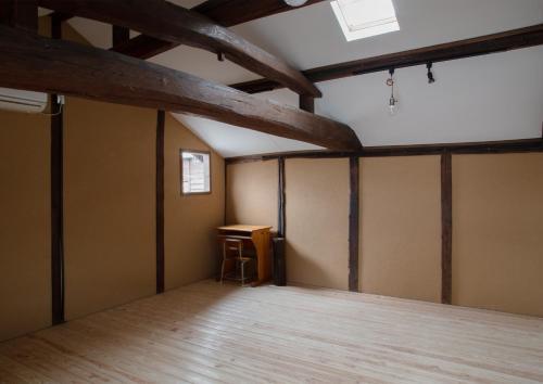 旧貸本屋 guest room, Yame