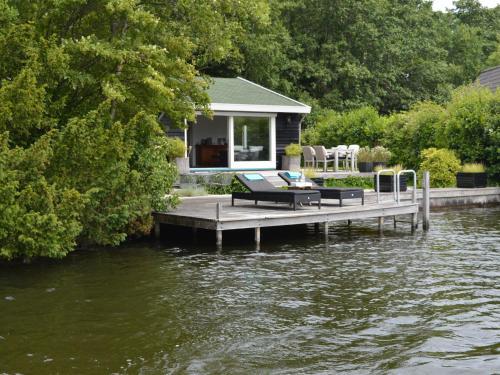 Scenic Lakeside Holiday Home in Kortenhoef, Wijdemeren