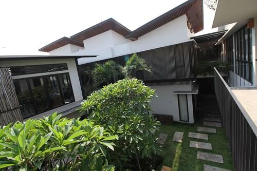 CoHaus 7 Studio & Kitchen, Jakarta Selatan