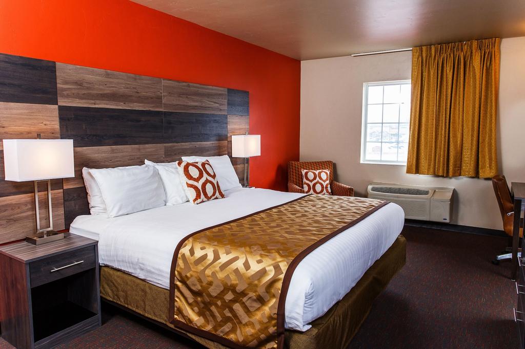 Hotel J Green Bay, Brown