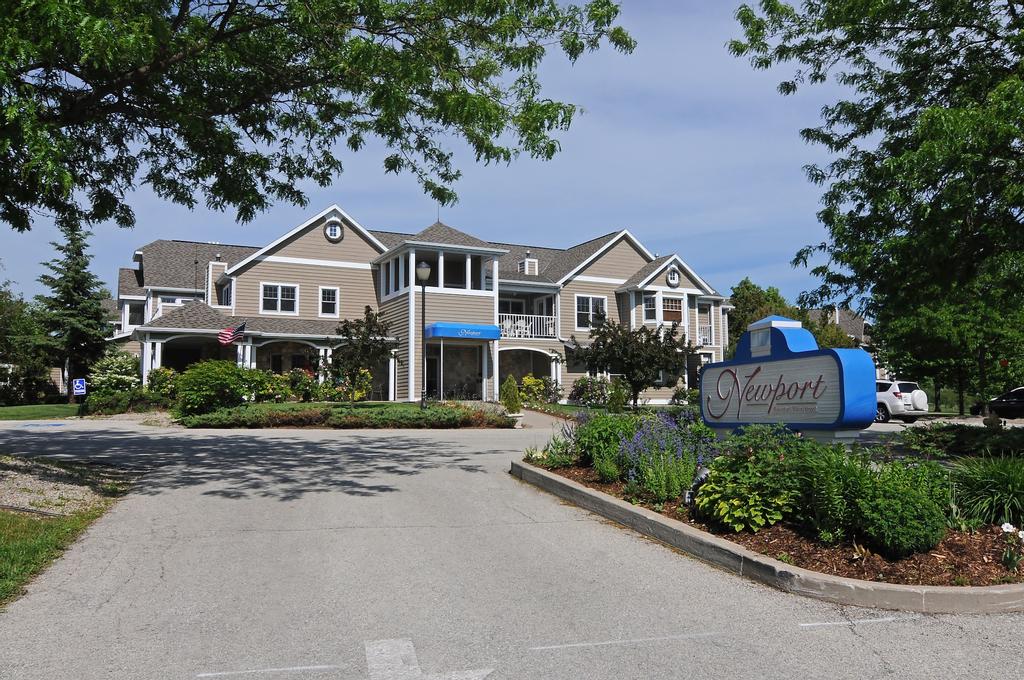 Newport Resort, Door