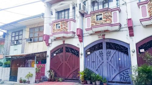 Mini me and you, Quezon City